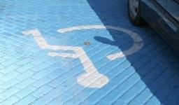 Преференциално паркиране на хора с увреждания