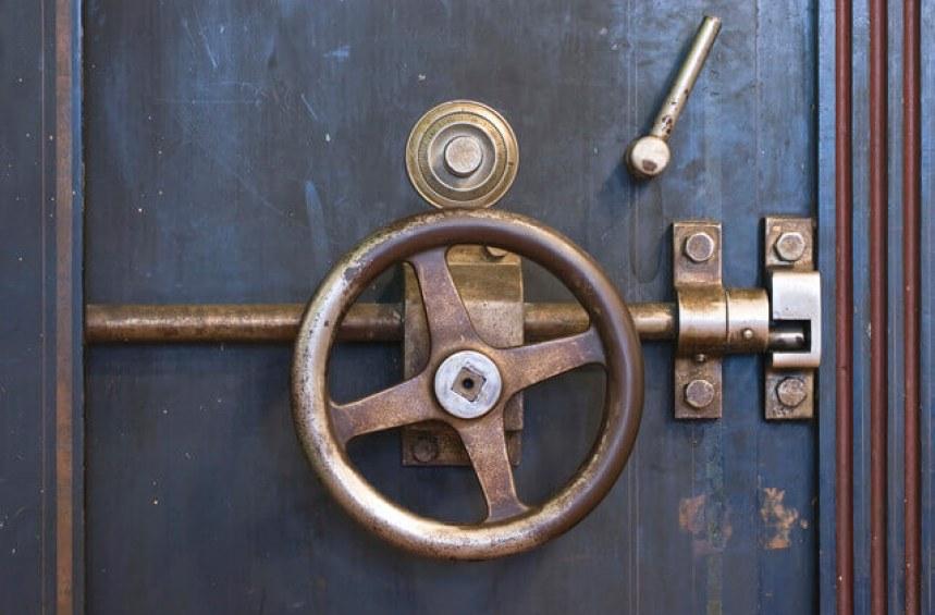Какво представлява договорът за наем на сейф