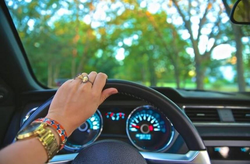Какво задължително трябва да нося в колата?