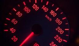 Превишена скорост – колко бързо мога да карам?