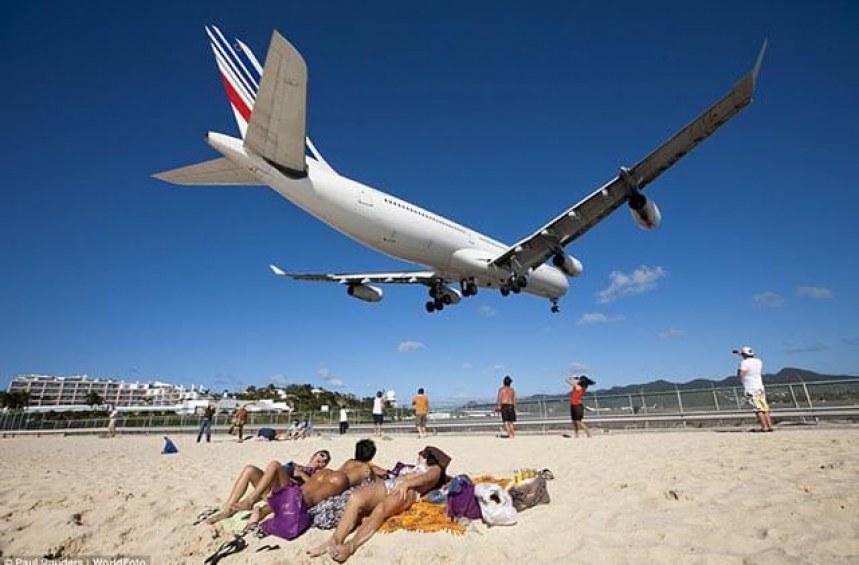 Отказан достъп до борда на самолет