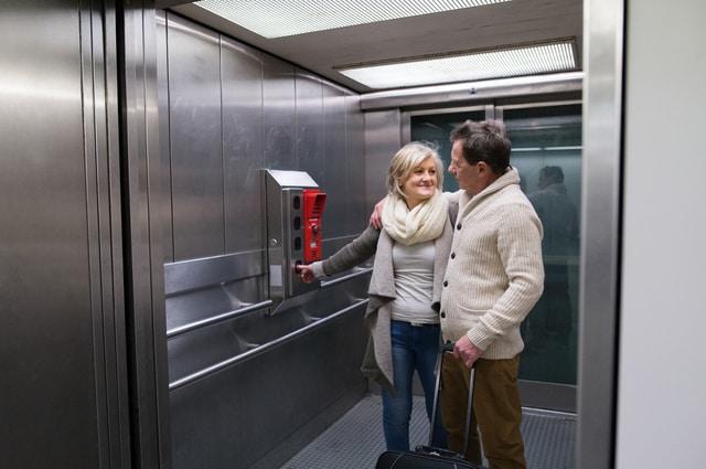 кога е безопасно в асансьора