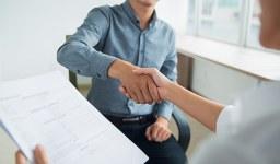 Как да назнача чужденец на работа?