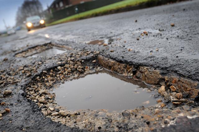 Обезщетение при вреди от паднало дърво, дупки по пътищата, заледени тротоари, падащи предмети от сгради