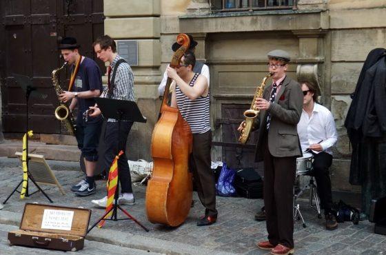 Искам да съм уличен музикант. Как?